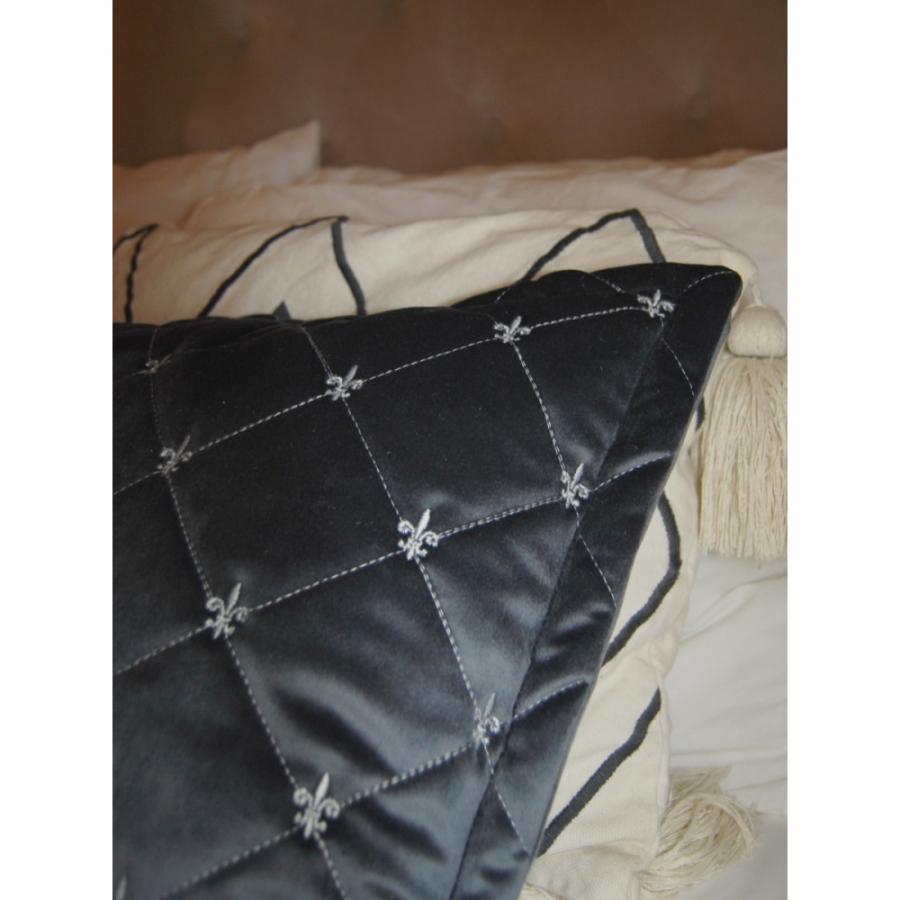 """Покрывало бархат-велюр стёжка-вышивка """"Французская лилия"""" в комплекте с подушками"""