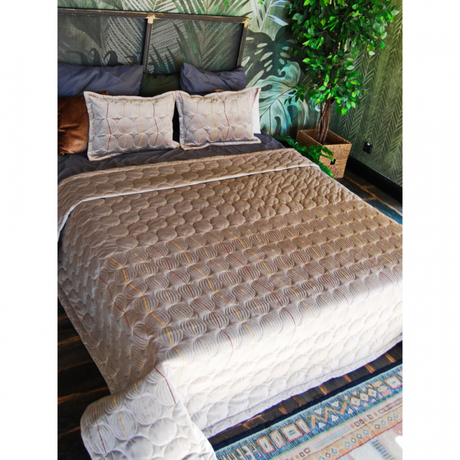 Покрывало бархат-велюр стёжка-вышивка СФЕРА в комплекте с подушками